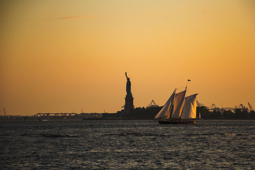 Sunset in New York, Lady Liberty